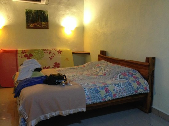 Senari Bay Resort : Large and clean room with extra bed (3pax)