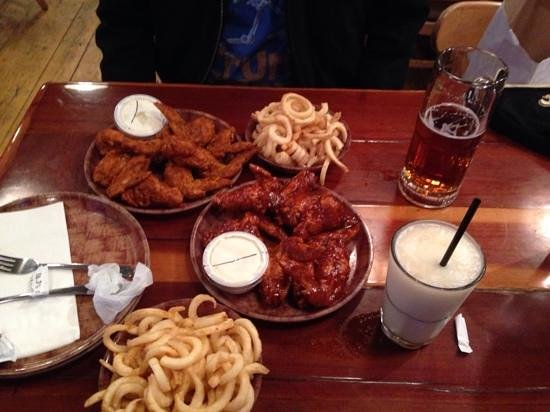 awesome habanero bbq & XXX wings! - Picture of Hooters of Manhattan ...