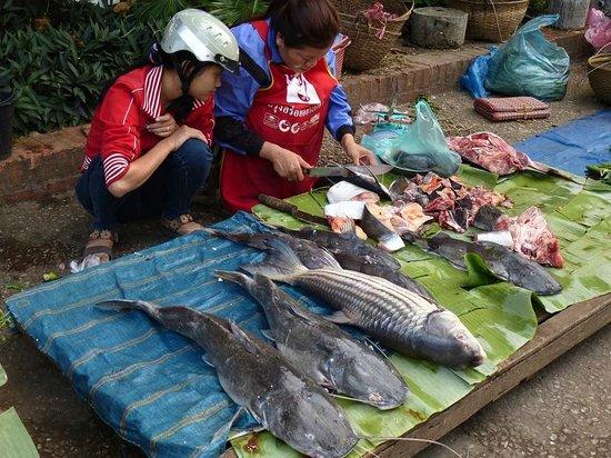 Lao Lu Lodge: Nearby day market