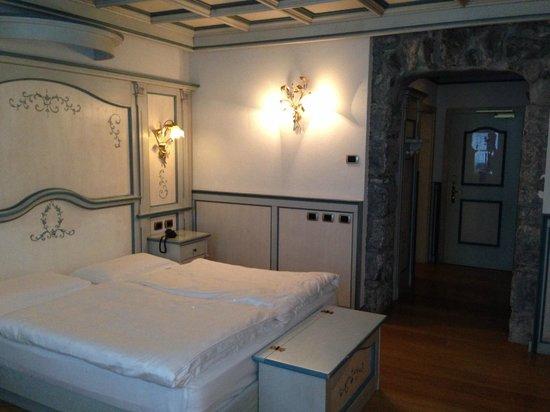 Hotel Dolomiti: Letto