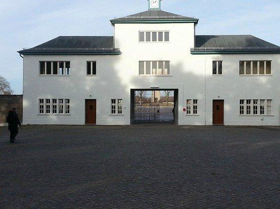 Mosaic Non-Profit Sachsenhausen Memorial Tours: Ingresso al campo