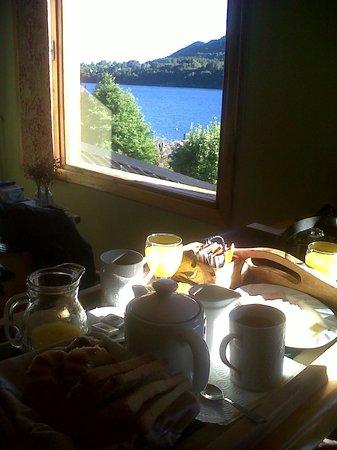 Cabanas Puerto Pireo : El desayuno y la vista desde la cama