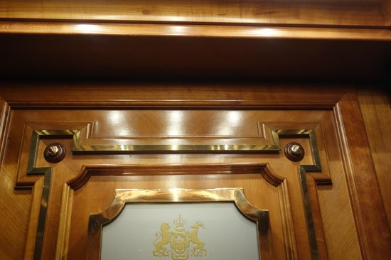 Hotel Imperial Vienna: Detail of woodwork in elevator