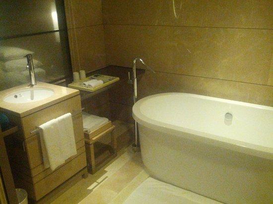 Hotel Nikko Saigon : Bathroom