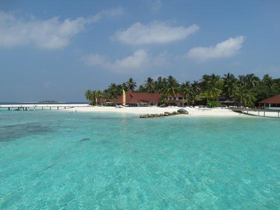 Diamonds Thudufushi: Vista del villaggio dalla Water Villa
