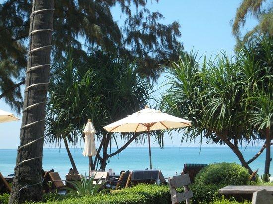 Lanta Castaway Beach Resort: inner beachfront
