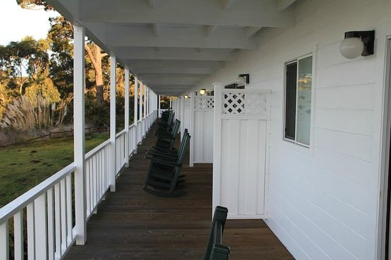 Little River Inn: Shared Veranda