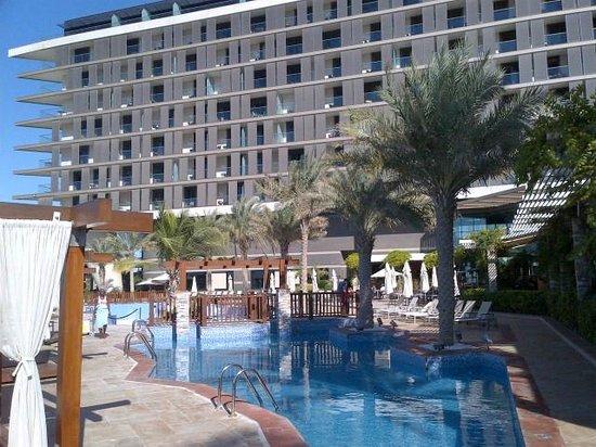Radisson Blu Hotel, Abu Dhabi Yas Island: Pool area