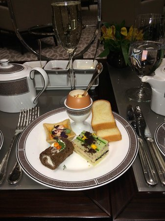 The Langham, Chicago: First Course of Afternoon Tea
