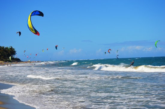 Laurel Eastman Kiteboarding (LEK) : Kiting out in front of LEK