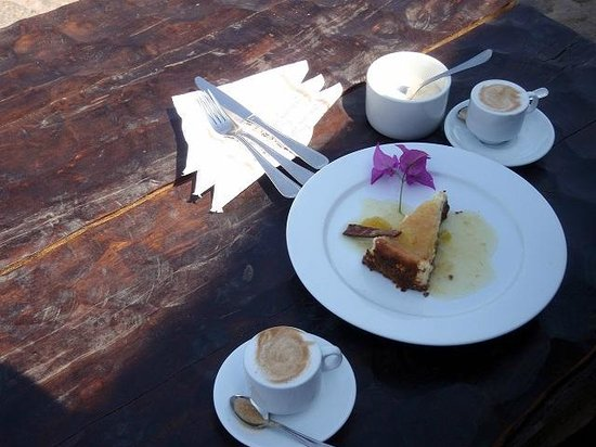 Kuriftu Resort & Spa Bahir Dar: waiting...at cafe