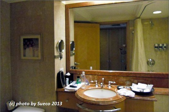 Four Points By Sheraton Taipei, Zhonghe : 715号室のバスルーム・・・まあまあか!