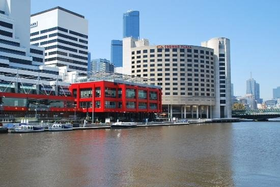Crowne Plaza Melbourne: Crowne Plaza looking over the Yarra River