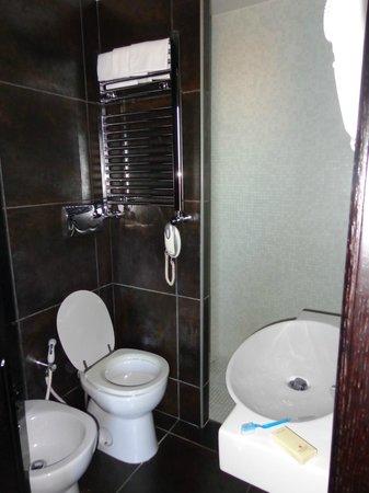 Hotel Caprice: Baño