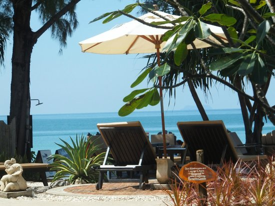 Lanta Castaway Beach Resort: inner beachfront