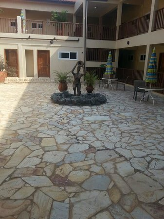 Bojo Beach Resort: court yard