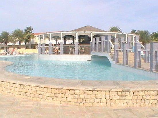 Crioula Club Hotel & Resort: La piscina ed il Bar