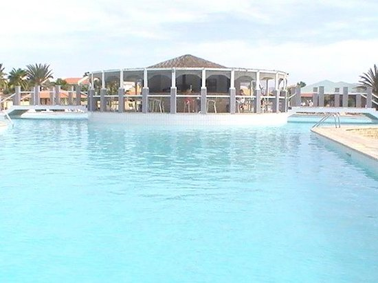 Crioula Club Hotel & Resort: La piscina ed il Bar