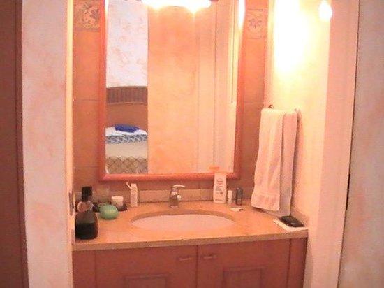Crioula Club Hotel & Resort: Lavabo antibagno