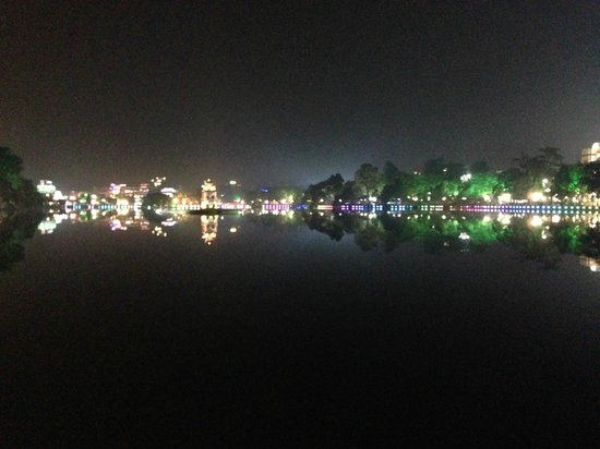 Lake of the Restored Sword (Hoan Kiem Lake): Hoan Kiem Lake at night