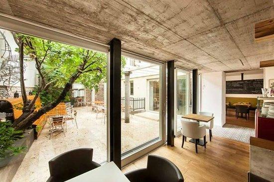Mjam : view on inside terrace