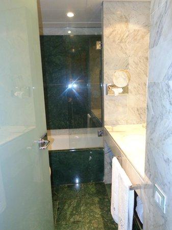 Hotel Gran Derby Suites: Baño