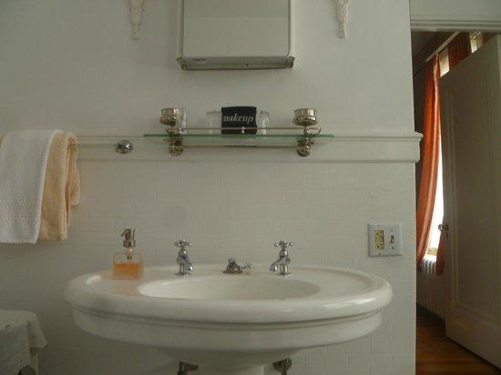 Pomegranate Inn: Room #8 bathroom sink