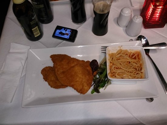 Salieri Restaurant: pasta al sugo e fantastica milanese