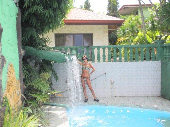 Olman's View Resort: プールは小さいですが、誰もいなくて、静かでいいです。
