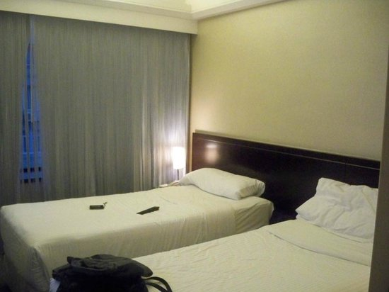 The Empire Hotel Wan Chai: standard twin bed room