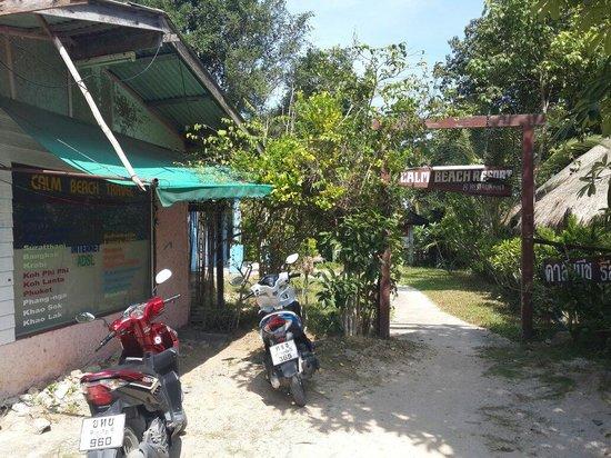 Calm Beach Resort: Entrance