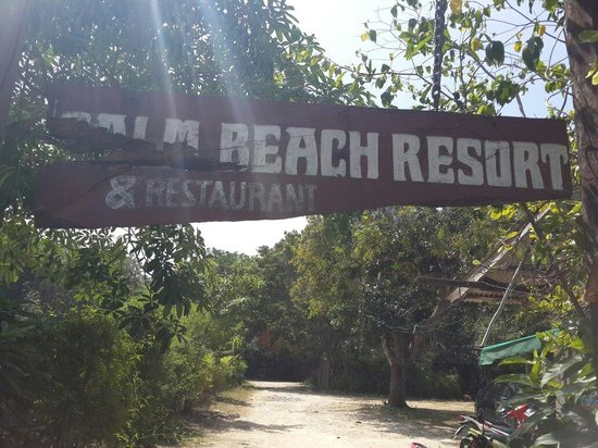 Calm Beach Resort: Entrance sign