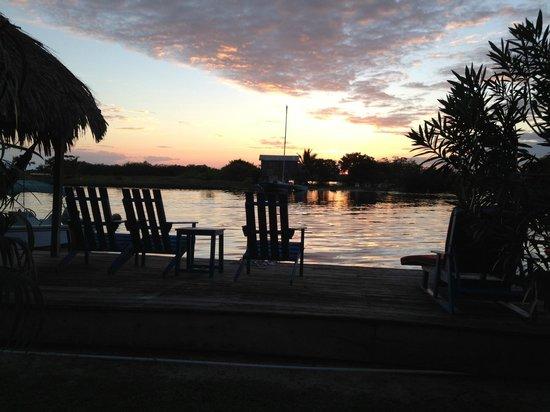 Captain Jak's Cabanas: Sunset over the lagoon