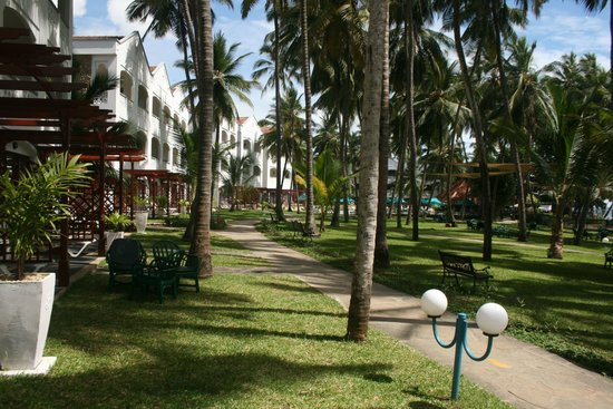 Sarova Whitesands Beach Resort & Spa : hotel gardens