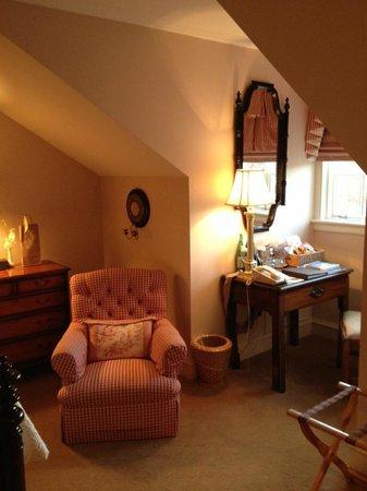 Keswick Hall: cozy alcove, though a tad small