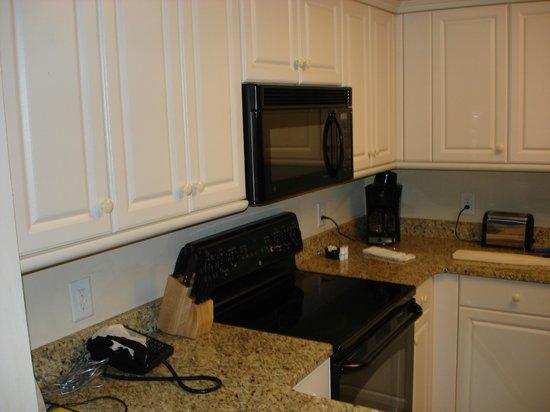 Royale Palms Condominiums by Hilton: Kitchen