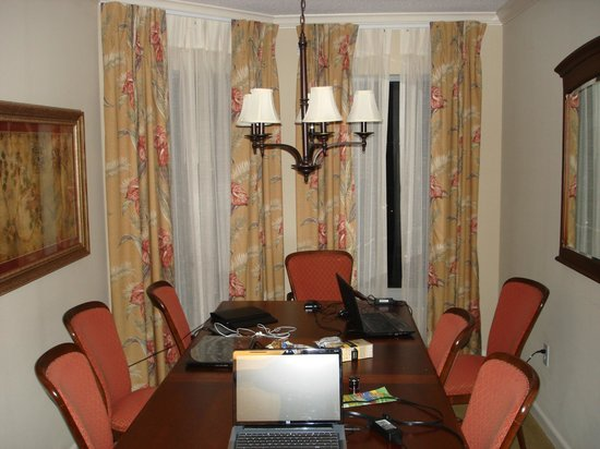 Royale Palms Condominiums by Hilton : Dining Room