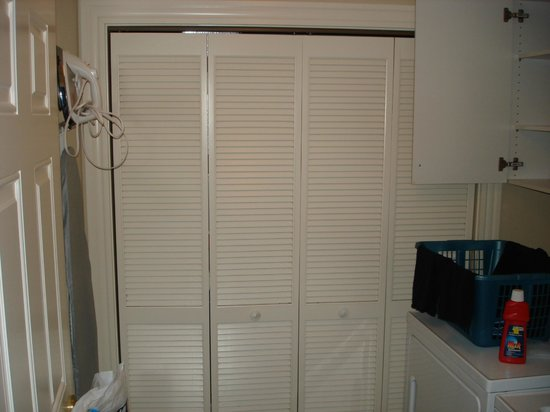 Royale Palms Condominiums by Hilton: Laundry Room