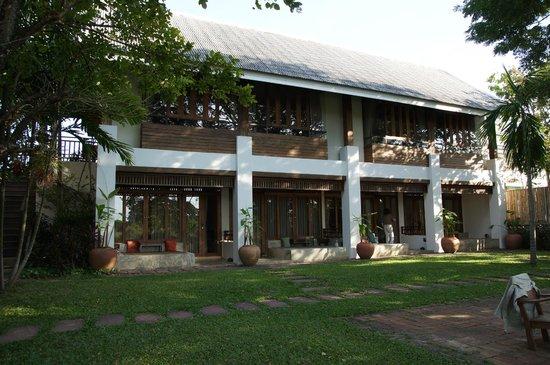 Baan Tye Wang Hotel : Blick von außen (die unteren Zimmer verfügen über einen schönen Balkon)