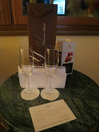 Corinthia Hotel Prague: comped on a bottle of sparkling wine - nice touch