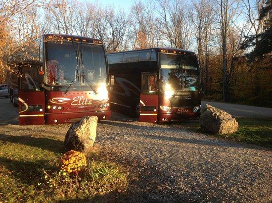 The Log House Restaurant : Bus tours are Welcom