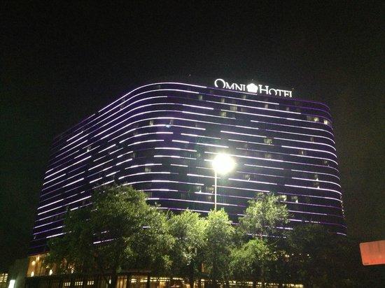 Omni Dallas Hotel: Hotel Multi Coloured Light Show