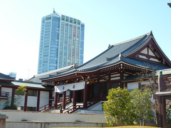 The Prince Park Tower Tokyo: View of hotel from Zojo-ji Temple