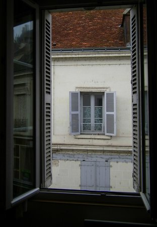 Hotel George Sand: View out of window onto street