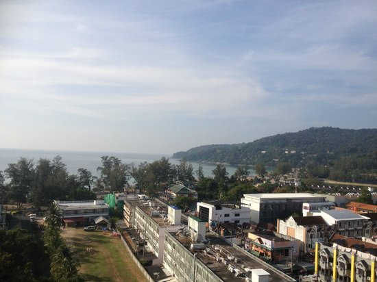 Waterfront Suites Phuket by Centara: View from balcony 1 towards the beach - apartment 9A