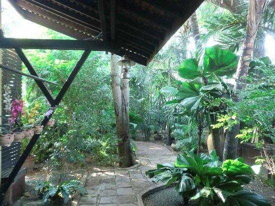 Pavillon Indochine Hotel: gardens
