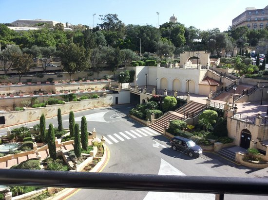 Excelsior Grand Hotel: View overlooking the entrance