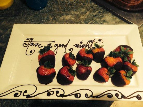 Crackpot Kitchen Restaurant Bar and Grill: dark chocolate covered strawberries