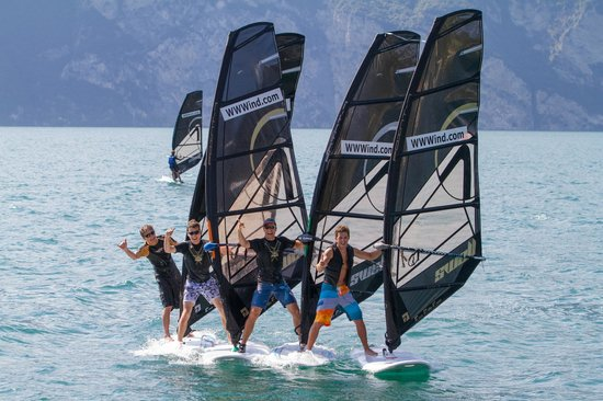 ‪Wind Square Wassersport und Windsurfen in Malcesine‬