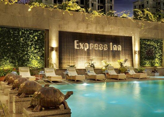 Hotel Express Inn: Express Inn Pool Side